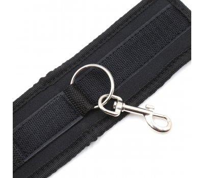 Мягкие черные наручники с карабином